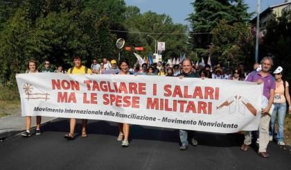 Siamo in marcia per la pace e la nonviolenza