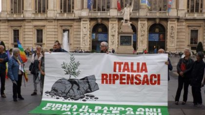 striscione italia ripensaci