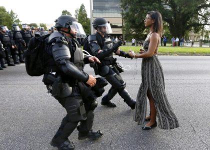 """""""Formare le forze dell'ordine alla nonviolenza"""": il caso Floyd riapre il dibattito"""